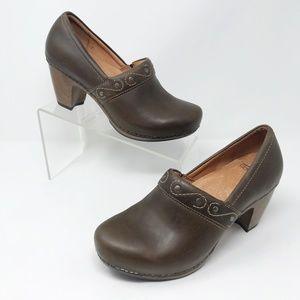 Dansko Brown Clog Heels                      W-627